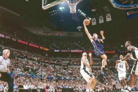 关于篮球投篮的几个技术动作分析